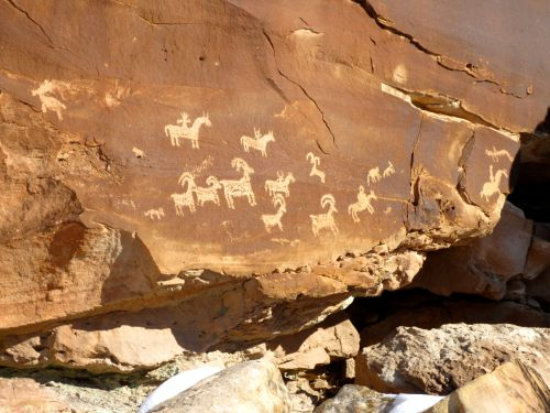 arches-national-park-petroglyphs